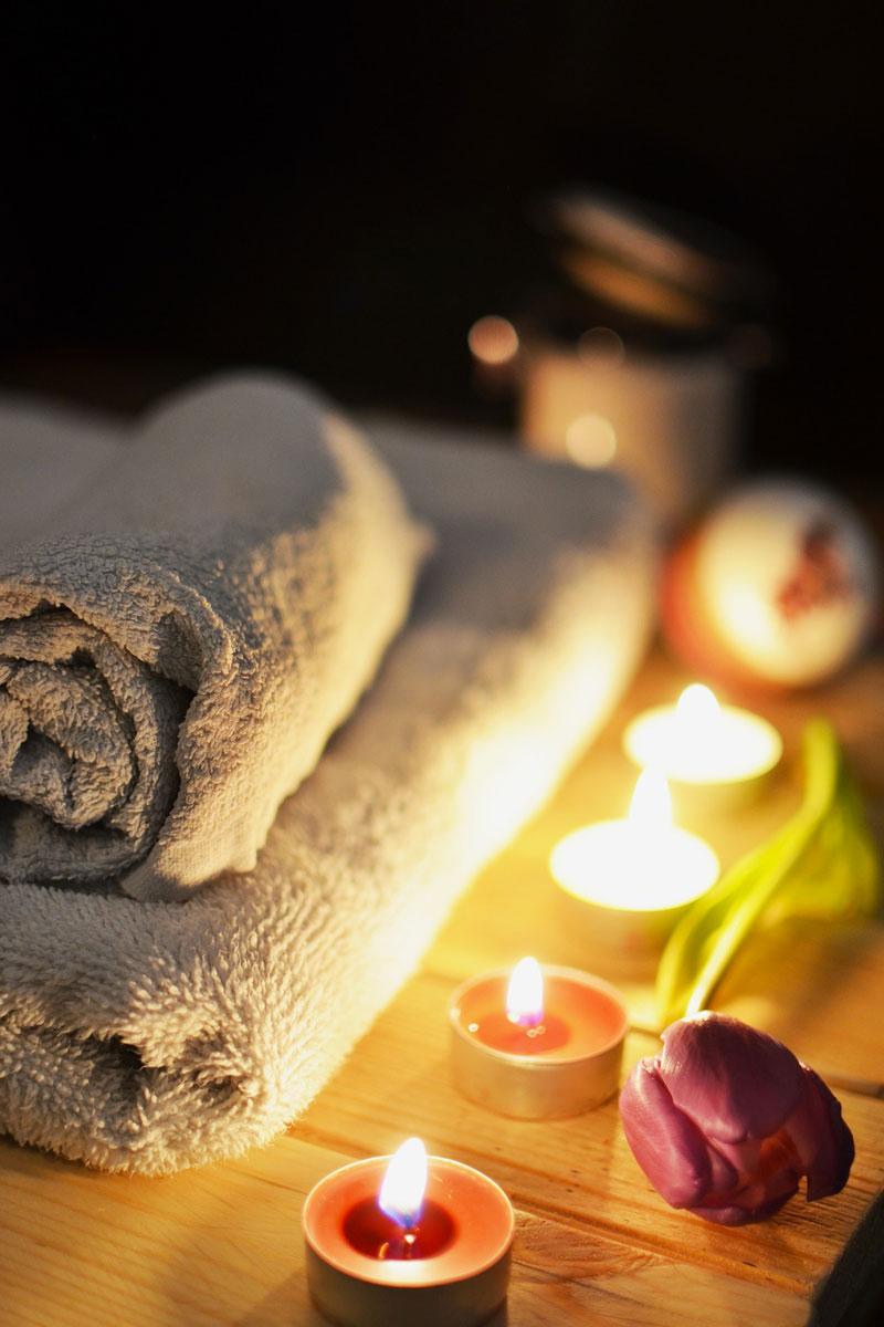 https://www.somnenbulle.com/wp-content/uploads/2017/12/massage-somnenbulle-serviette-bougie.jpg
